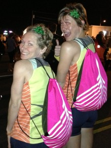 Bigs and I take a quick moment between the dance party warm up and the starting gun to model our fly new Oiselle spike bags before depositing them at bag drop.